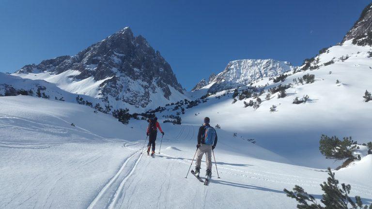 Jakie akcesoria przydadzą nam się do nart?