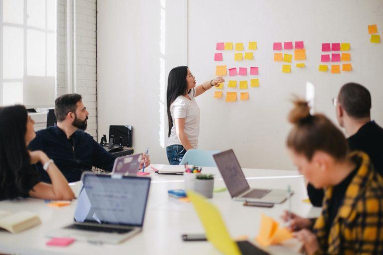 Co ma znaczenie przy szukaniu pracy poprzez agencję pracy?