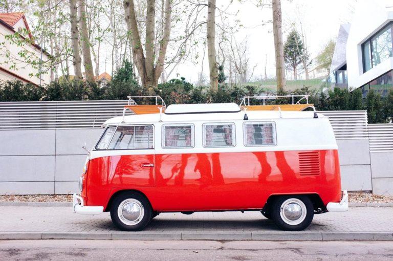 Wykorzystaj możliwości funkcjonalnych busów w trasie do Belgii